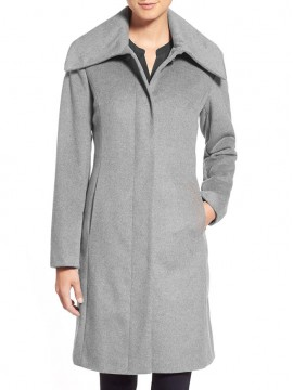 Women wide spread collar coat